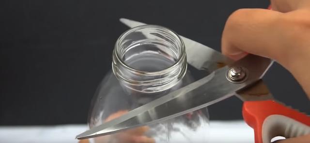 afilado con botella de vidrio
